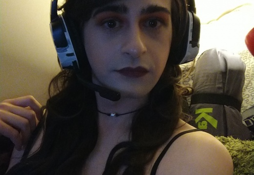 ayghqd-When you take a break from camming to game with your friends-2lnqrruwyqk21