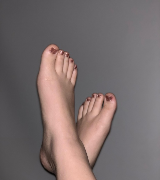 Feet porn Painted my toes a new color today.  Videos and pics available. DM me  -pasbgp47vn131.jpg