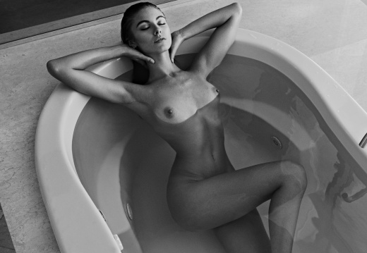 Stylish Model Rachel Cook Posing Topless In Bathtub Outdoors Yes Porn 1