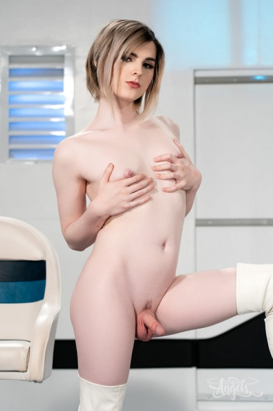 Ella Hollywood shemale porn 84.jpg